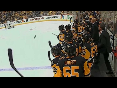Crosby throws water bottle on ice before Penguins score 5-0 goal