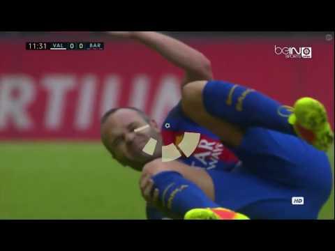 La lesión de Andrés iniesta en el Valencia vs Barcelona [22/10/2016]