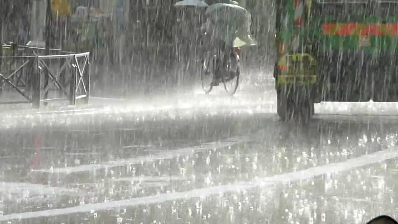 Pouring Rain On Paris Streets Youtube