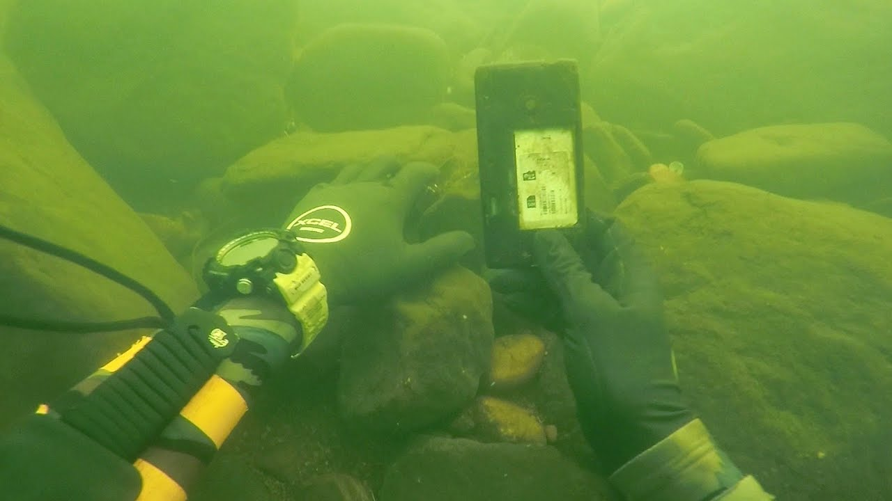 found-knife-fishing-pole-and-a-phone-underwater-in-river-scuba-diving