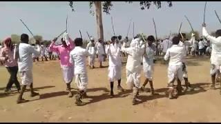 आदिवासी परिवार होली का गेर नृत्य करते हुये धर्मेन्द्र कटारा