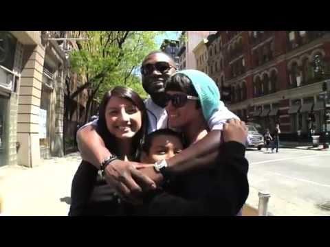video de Big Papi: brindando abrazos en las calles de  Nueva York