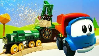 Spielzeugvideo mit Brio Toys und Leo Junior  - Wir bauen ein Sägewerk