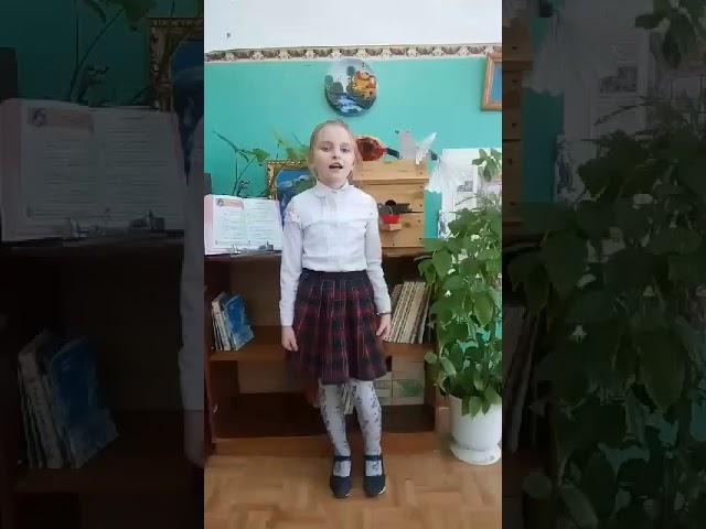 Изображение предпросмотра прочтения – ВикторияАбросимова читает произведение «Бежит тропинка с бугорка» М.И.Цветаевой