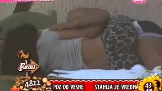 Repeat youtube video StanFil Love -Stanija i Filip uzivaju napolju u krevetu    Farma 4