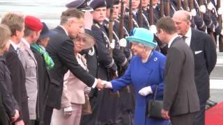 Queen Elizabeth II. und Prinz Philip landen in Tegel