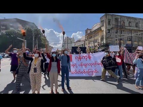 شاهد: متظاهرون ينظمون مسيرة احتجاجية ضد الجيش في ميانمار…  - 06:54-2021 / 7 / 15
