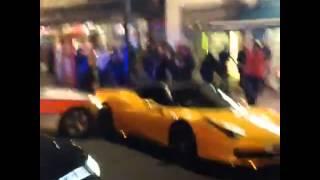 Прикол! В Лондоне полиция на BMW врезалась в Vorsteiner Ferrari 458 Italia