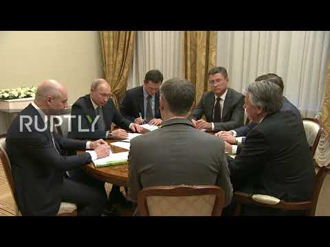 Russia: Putin holds meeting with Shell CEO