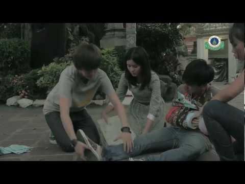 ปฐมพยาบาลคนแขนหัก by Aom & Tina (Yes or No 2)