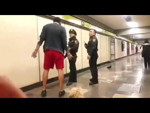 �Vamos a rifarnos un tiro� le dice a policia de metro etiopia por que no le dejan pasar su perrito