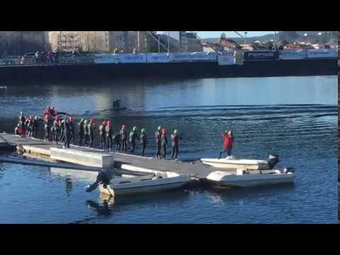 Los valientes de la travesía a nado del río Lérez