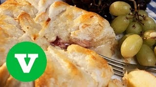 Camembert And Cranberry Parcel: We ♥ Food S01e6/8