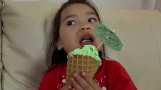 طفلة تعلم الألوان مع الآيس كريم وفينجر باينت شاحنة الاصبع الأسرة الحضانة