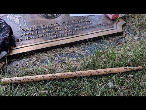 Slipknot's Jay Weinberg Leaves Heartfelt Message At Paul Gray Grave