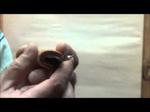 How to Use Wood Carving Tools. How to use a V tool. (wood carving tips)