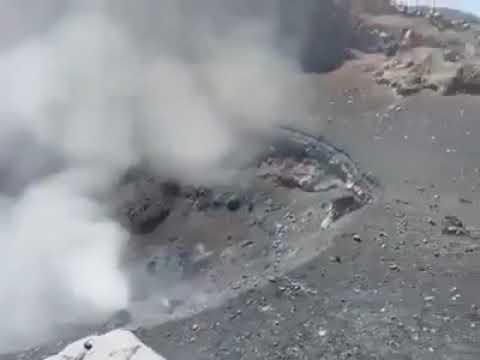 Jóvenes escalan hasta cráter del 'Popo' para grabar actividad