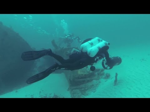 The MiamiWreck Team is diving the Wreck Raychel