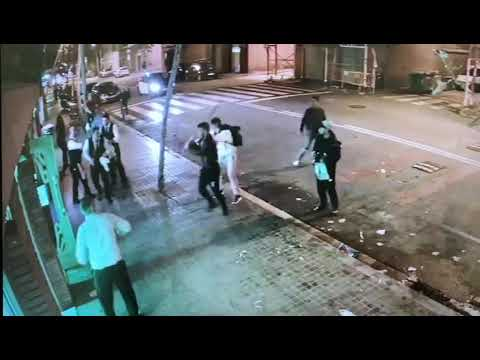 Batalla campal entre un grupo de jóvenes y los camareros de un restaurante de Barcelona