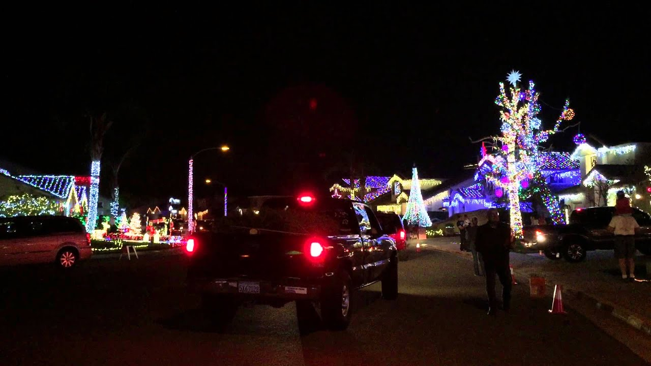 Bainbridge Circle Christmas Lights in Murrieta