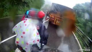 Xe tải vượt ẩu gây tai nạn thương tâm cho xe máy đi ngược chiều tại đèo Bảo Lộc