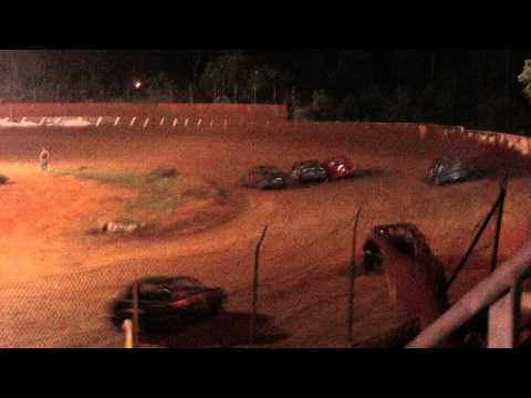 lake cumberland speedway 8-20-11 fwd feature part1 wreck