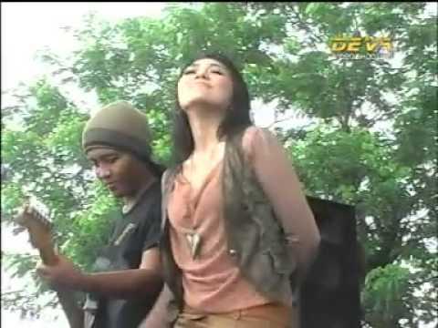 MONATA SEPARUH AKU - VIA VALEN by amy chan- YouTube