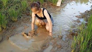 Download Video WOW Sexy Girl Fishing at battambang Province in cambodia Traditional Fishing(part68) MP3 3GP MP4
