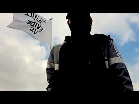 HWNDU Flag: Liverpool - Man on the Roof
