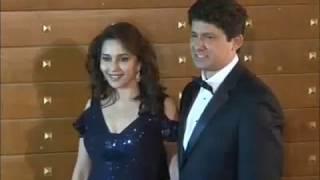 madhuri dixit in dazzling black dress at filmfare awards 2013.