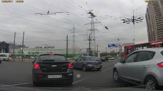 ДТП 18 мая на перекрестке пр. Испытателей с Коломяжским пр