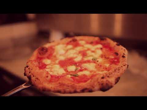 New York Becomes Naples At Song' E Napule
