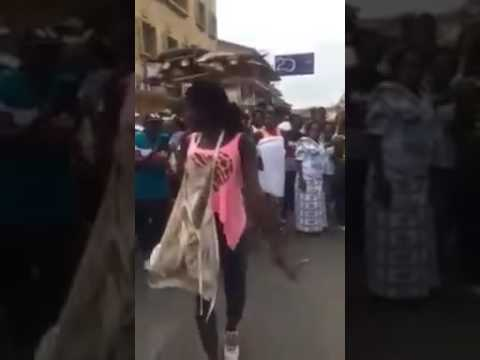 Fish seller dancing to Guru's samba