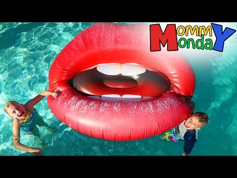 there's-giant-lips-in-our-pool!-||-mommy-monday