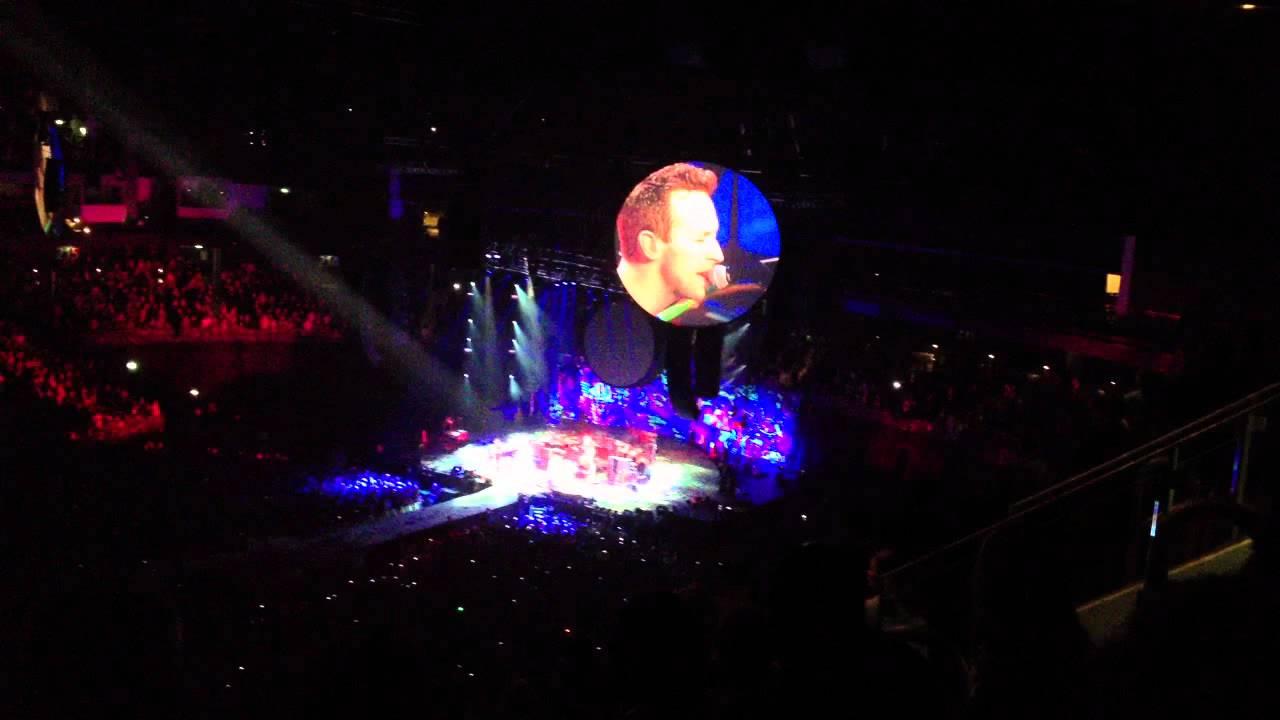 Download Coldplay - Berlin gig - 2011 - Christmas Light - Mylo Xyloto TOUR - live HD