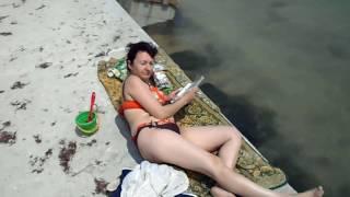 Генический пляж 2016 ( 5 июня)(этот ролик был записан аматором ,без претензий к кому- либо,все комментарии сугубо личного характера., 2016-06-07T20:42:34.000Z)