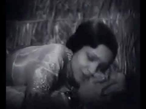 First Ever Kissing Scene of Bollywood Movie-Devika Rani & Himanshu Roy