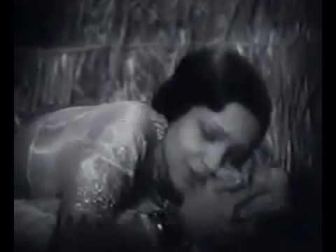 First Ever Kissing Scene of Bollywood Movie-Devika Rani & Himanshu Roy