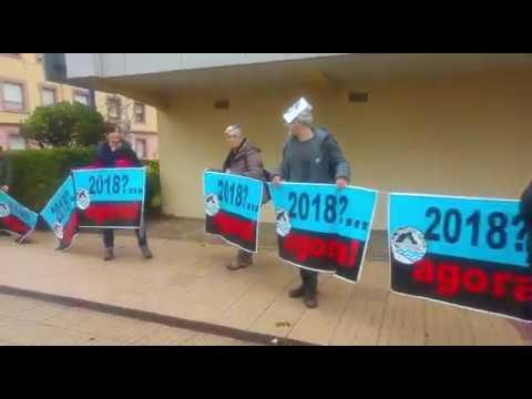 Una cadena humana de 300 personas para pedir el cierre de Elnosa