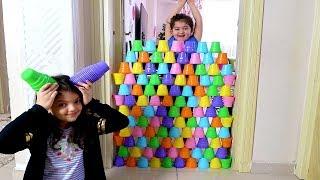 RENKLİ PLASTİK BARDAKLARLA DUVAR ÖRDÜM - Kids Pretend Play with Colored Cups