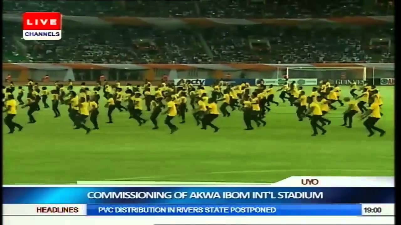 Dorobucci Live At Akwa Ibom Stadium With The Mavin Crew