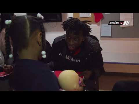 Cincinnati Men's Basketball Visits Boys and Girls Club