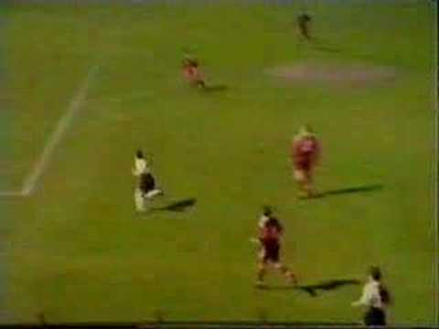 Robbie Fowler great skill & volley v Brann Bergen