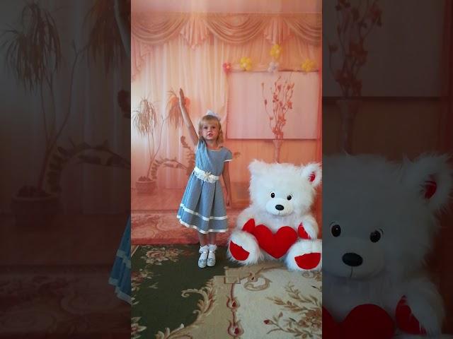 Изображение предпросмотра прочтения – ИринаКаменева читает произведение «Летний снег» С.В.Богдан