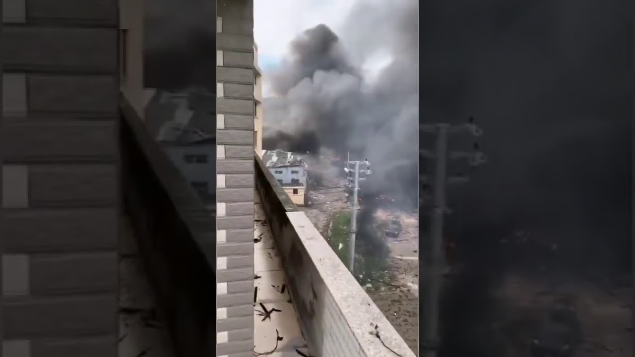 A Fuel Tanker Exploded in Zhejiang Province 1362020 油罐车爆炸飞上天浙江温岭