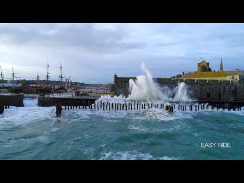 Les vagues submersions-Saint-Malo-Bretagne-EASY RIDE opérateur Drone