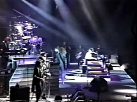 Elton John - Live in New Haven 1989/10/18 - Part 1/3 - Sleeping With The Past Tour