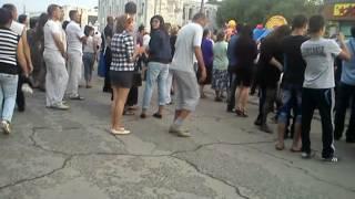 9 мая, Мужики танцуют лезгинку=)))(Один мужик в белом напился и начал отжигать по полному, затем к нему присоединился второй, но его быстро..., 2012-05-12T16:43:56.000Z)