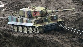 Big RC Tank rescue on the battlefield - Panzer Modelle auf der Emslandmodellbau