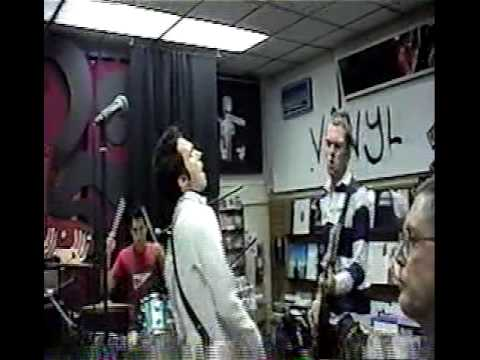 Maroon 5 - Shiver (Live At SAJ CD Release Party 2002)